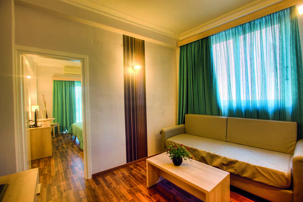 quaddruple-room-corfu-hotel-arion-1